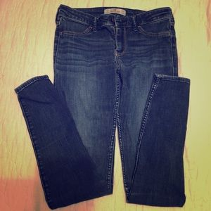 Hollister jeans size 26. Great condition!